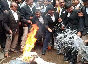 నాంపల్లి కోర్టు వద్ద తీవ్ర ఉద్రిక్తత