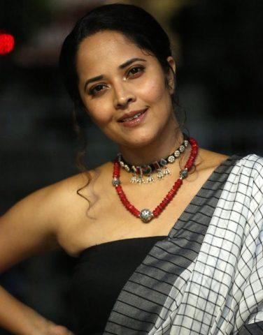 'మీకు మాత్రమే చెప్తా' ప్రీ రిలీజ్ వేడుకలో అనసూయ