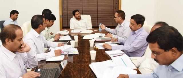 ' కంటి వెలుగు': కేసీఆర్ బాటలో వైఎస్ జగన్..!