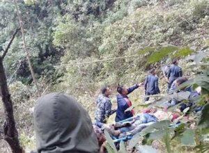 నేపాల్ లో లోయలో పడిన బస్సు, మృతులు 18 మంది