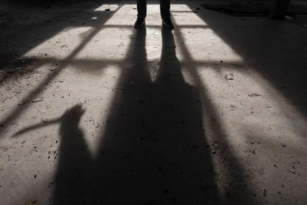 క్రైం న్యూస్ | రీచార్జ్ చేసుకోండని చెప్పినందుకు కత్తితో దాడి..!