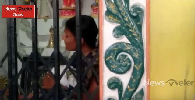 దేవాలయంలో మహిళ హల్చల్