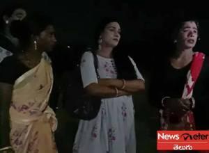 అర్థరాత్రి రాజేంద్రనగర్లో.. హిజ్రాల అసభ్యకర పనులు