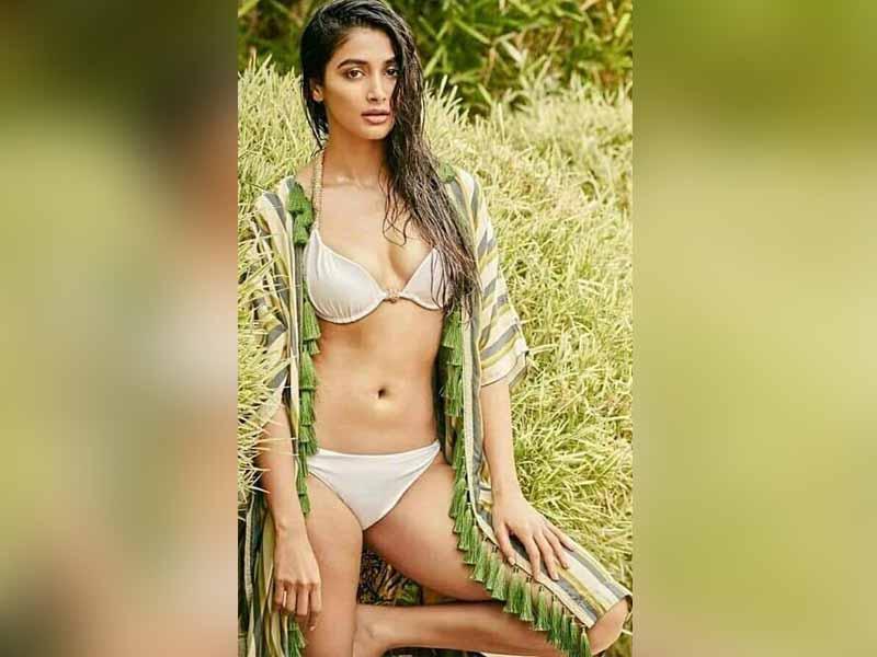 Heroine Pooja hegde stunning pics