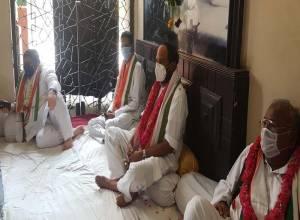 గాంధీ భవన్లో కొనసాగుతున్న రైతు సంక్షేమ దీక్ష