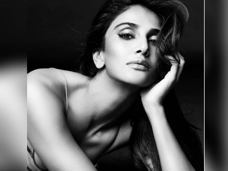 Bollywood hot beauty vaani kapoor