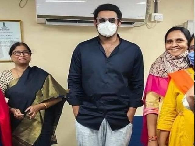 ఖైరతాబాద్ ఆర్టీఏ ఆఫీసులో ప్రత్యక్షమైన డార్లింగ్.. ఫోటోలు వైరల్